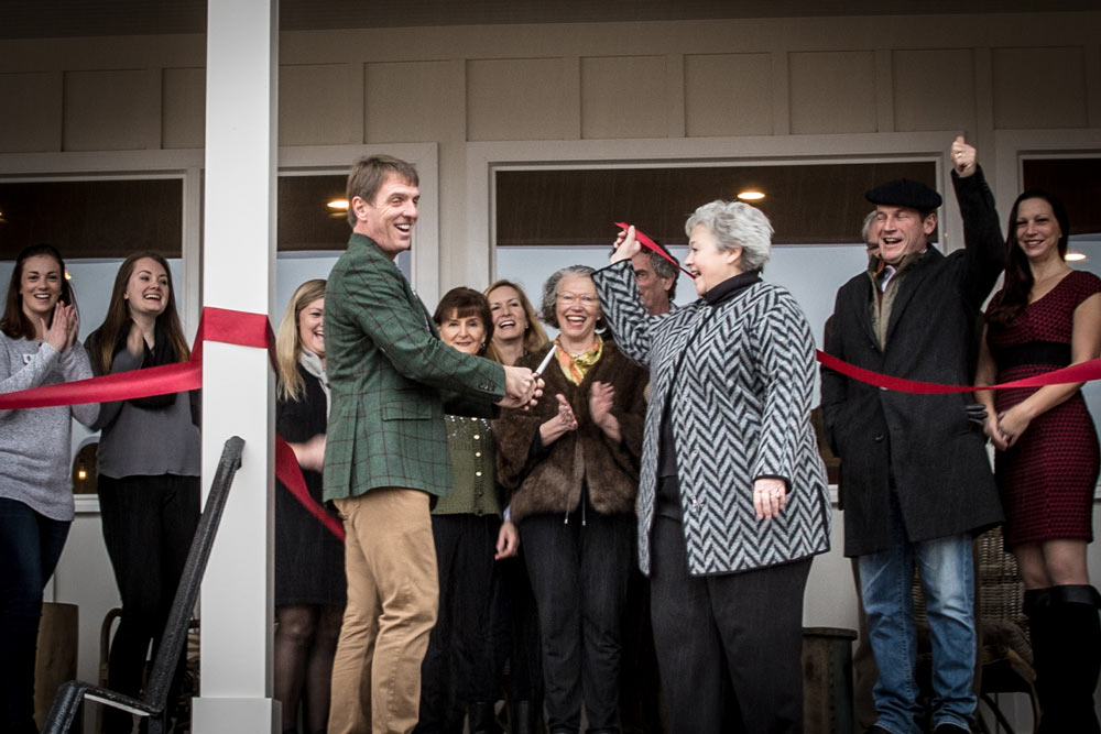 Owner David Greenhill and Middleburg Mayor Betsy Davis performed the ribbon cutting.