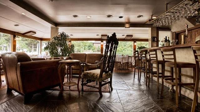 The lounge and bar area at Girasole