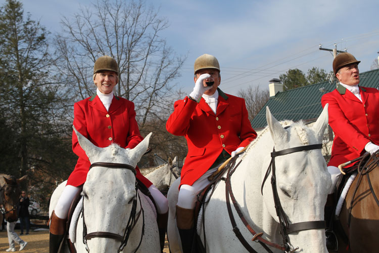 traditional hunt toast behind the red fox inn prior to the middleburg hunt review